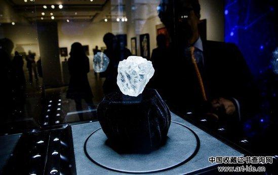 在南非发现的1109克拉白钻Lesedi La Rona正在一场拍卖会预展上展出。